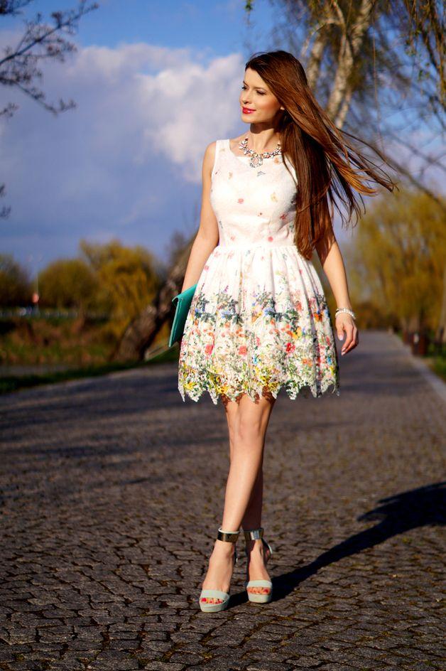 Gipiurowa Rozkloszowana Sukienka W Kwiaty Summer Dresses Fashion Dresses