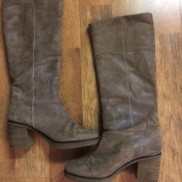 Tall light brown suede boots size 8 but fit like 6 Office Tall light brown suede boots pull on fleece lined boots show very little wear. These are size 8 but fit like a 6. Office Shoes Heeled Boots