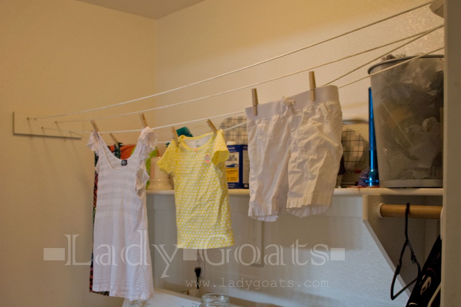 Free Or Very Cheap Diy Indoor Clothesline Diy Laundry Room