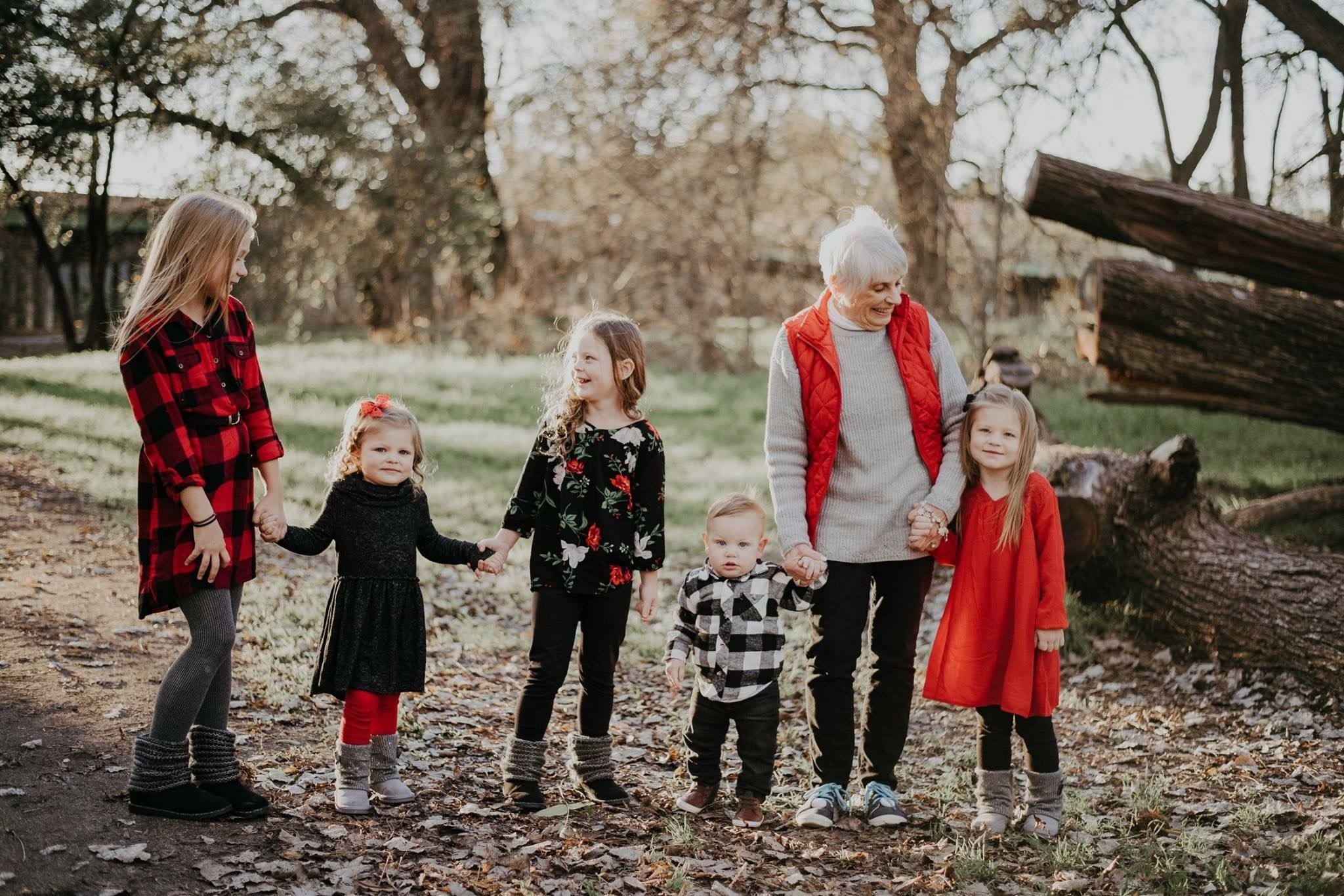 Family Picture red and black outfits grandma and grandkids outdoor #grandkidsphotography Family Picture red and black outfits grandma and grandkids outdoor #grandkidsphotography