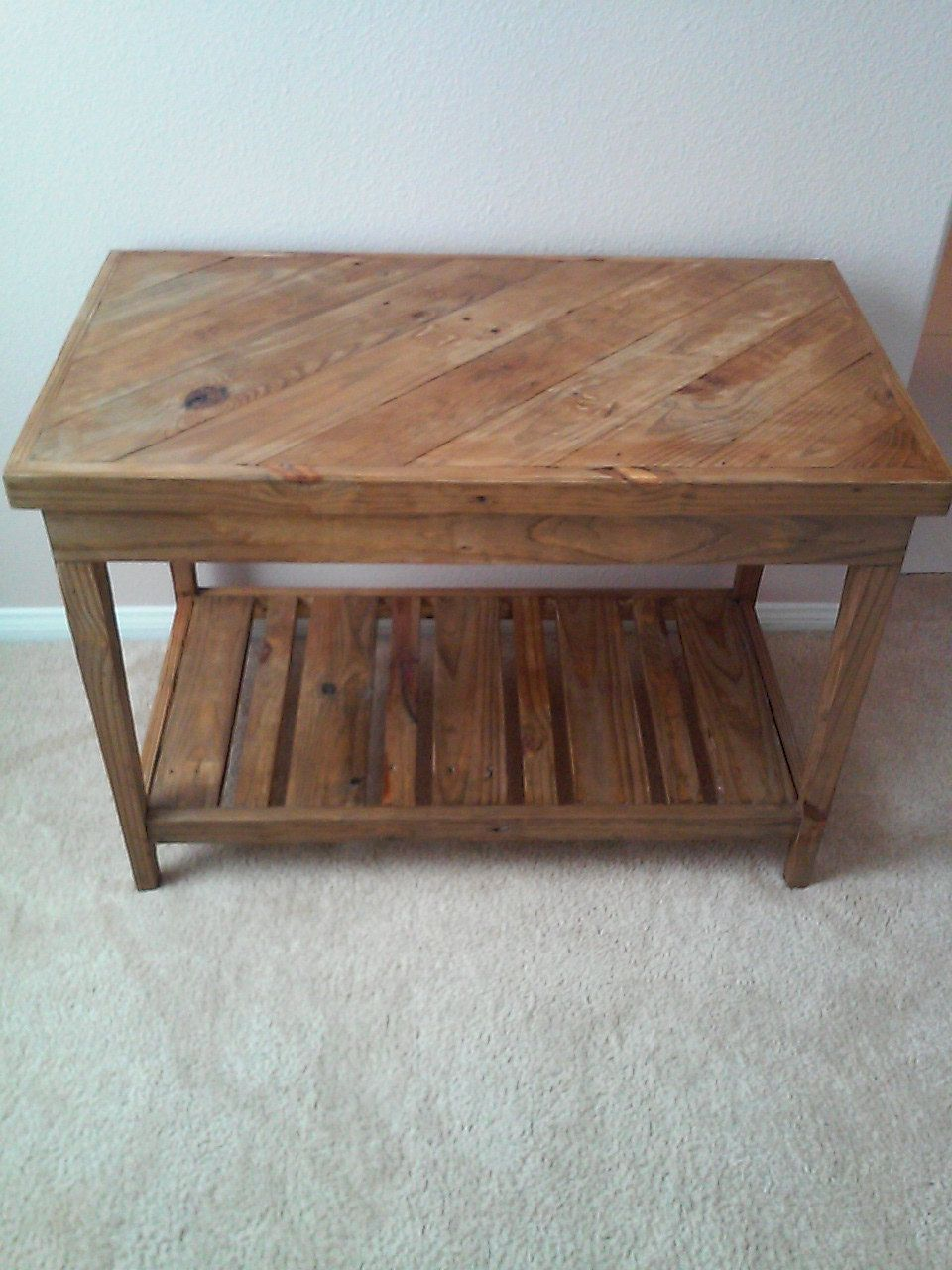 Reclaimed pallet table Pallet table, Pallet end tables
