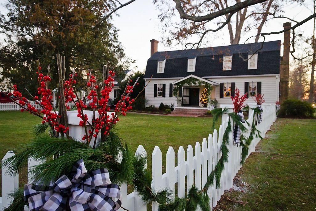Candlelight Tour home decorations, Edenton, North Carolina