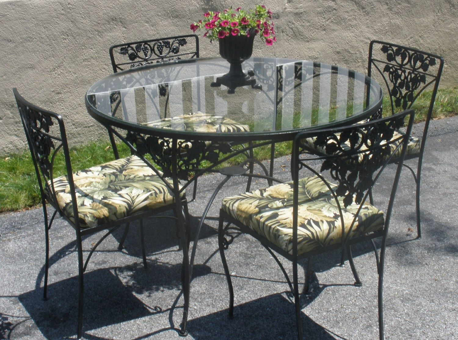 images about Wrought iron patio furniture on Pinterest