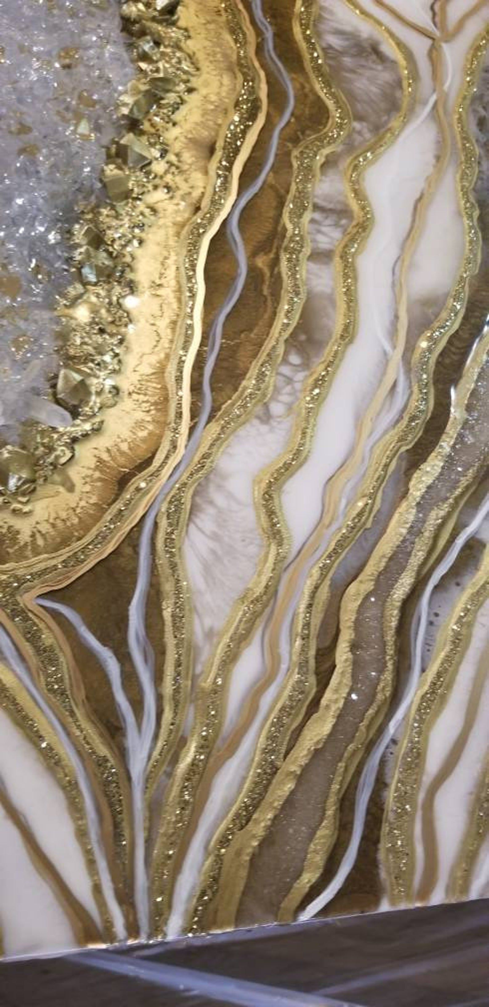 Large Geode Painting White And Gold Geode Wall Painting Etsy White And Gold Wallpaper Marble Wallpaper Phone Aesthetic Wallpapers
