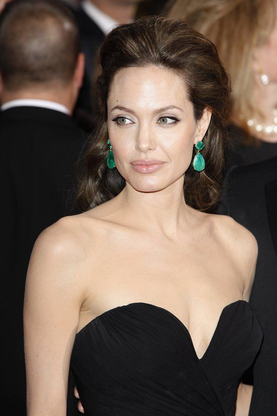 0dbfeba89 Celebrity Jewelry Trend: Colorful Statement Earrings like these Emerald drop  earrings worn by Angelina Jolie | Celebrity Jewelry | Emerald earrings, ...