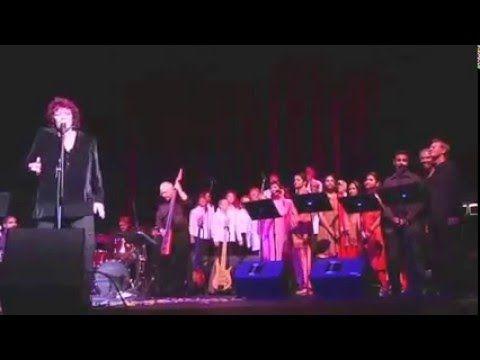 """Dana le canta a Sai, en un maravilloso concierto_""""Invocacion a Ganesha """"..."""