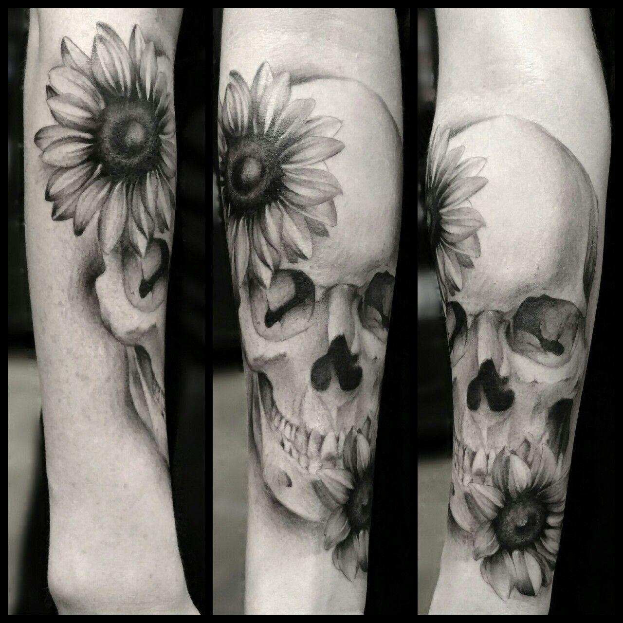 #sunflowers #skulltattoos #flowertattoos #floraltattoos #blackandgreytattoos #blackandgraytattoos #skulls #skull #tattoo #tattoos #flowertattoo   Artist: Damien Ornelas  Instagram: damienart  Tattoo Shop: My Tattoo (Huntington Beach, CA)