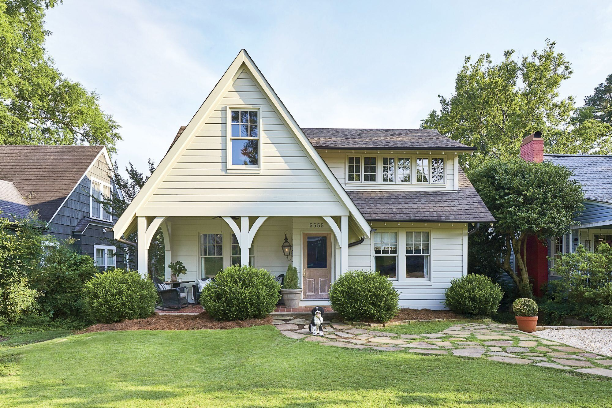 How To Pick The Right Exterior Paint Colors In 2020 House Exterior House Paint Exterior House Painting