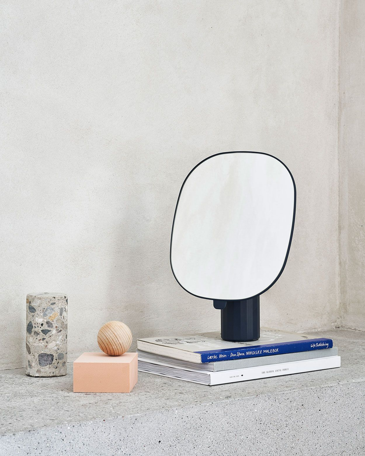 Mimic Mirror brings new perspectives to the traditional table mirror ...