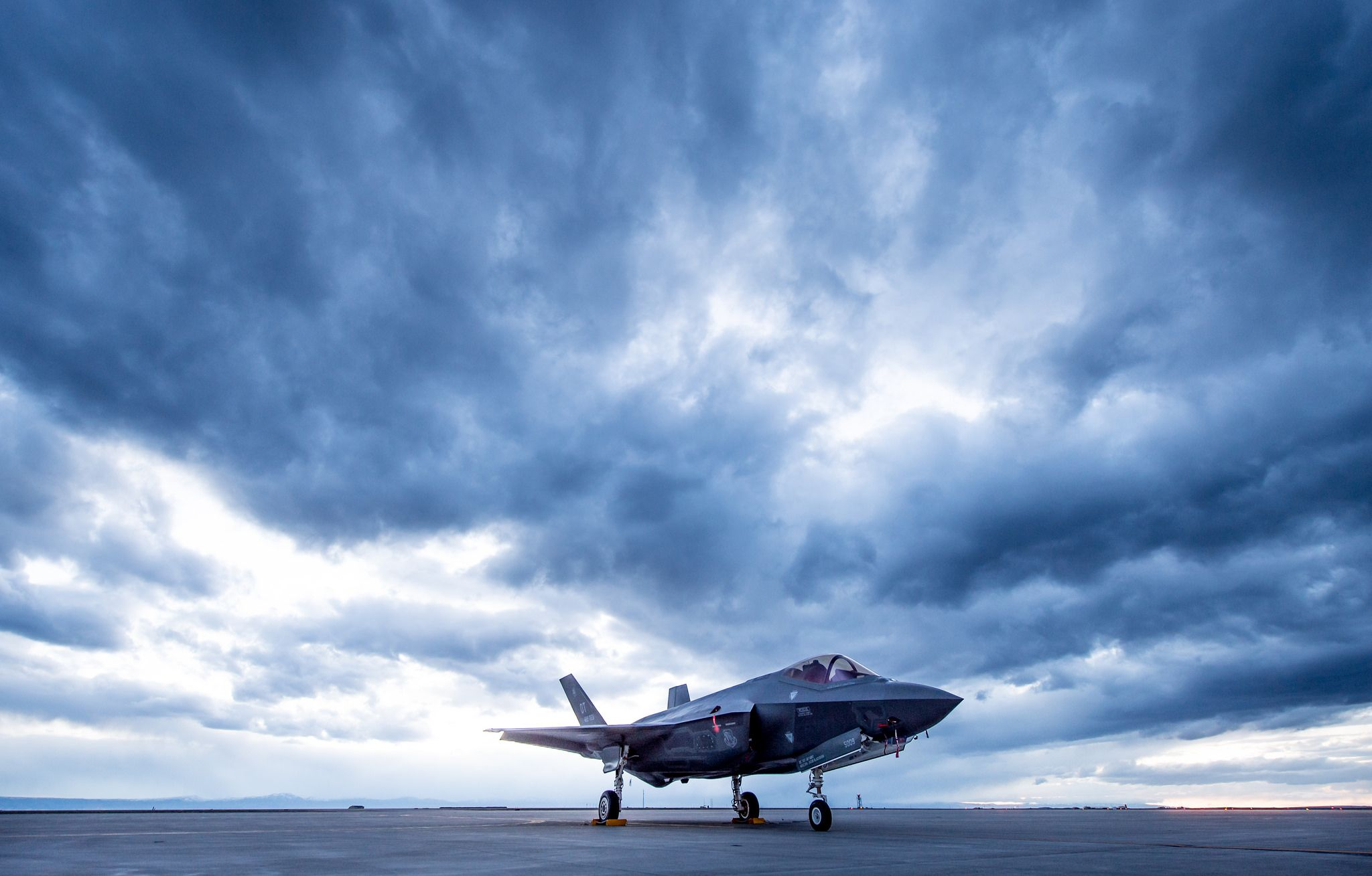 F-35 at Mountain Home AFB [2048x1309. wallpaper/ background for iPad mini/ air/ 2 / pro/ laptop @dquocbuu