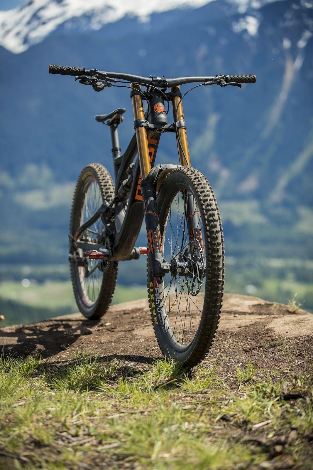 Pivot Phoenix Dh Review Motos De Rua Andar De Bicicleta Bicicleta