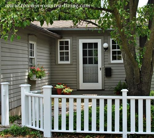 Simple Picket Fence: Easy Ways To Create Curb Appeal