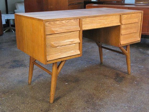 1950s Oak Desk By Vanleigh By Openairmodern On Etsy Kleintjes