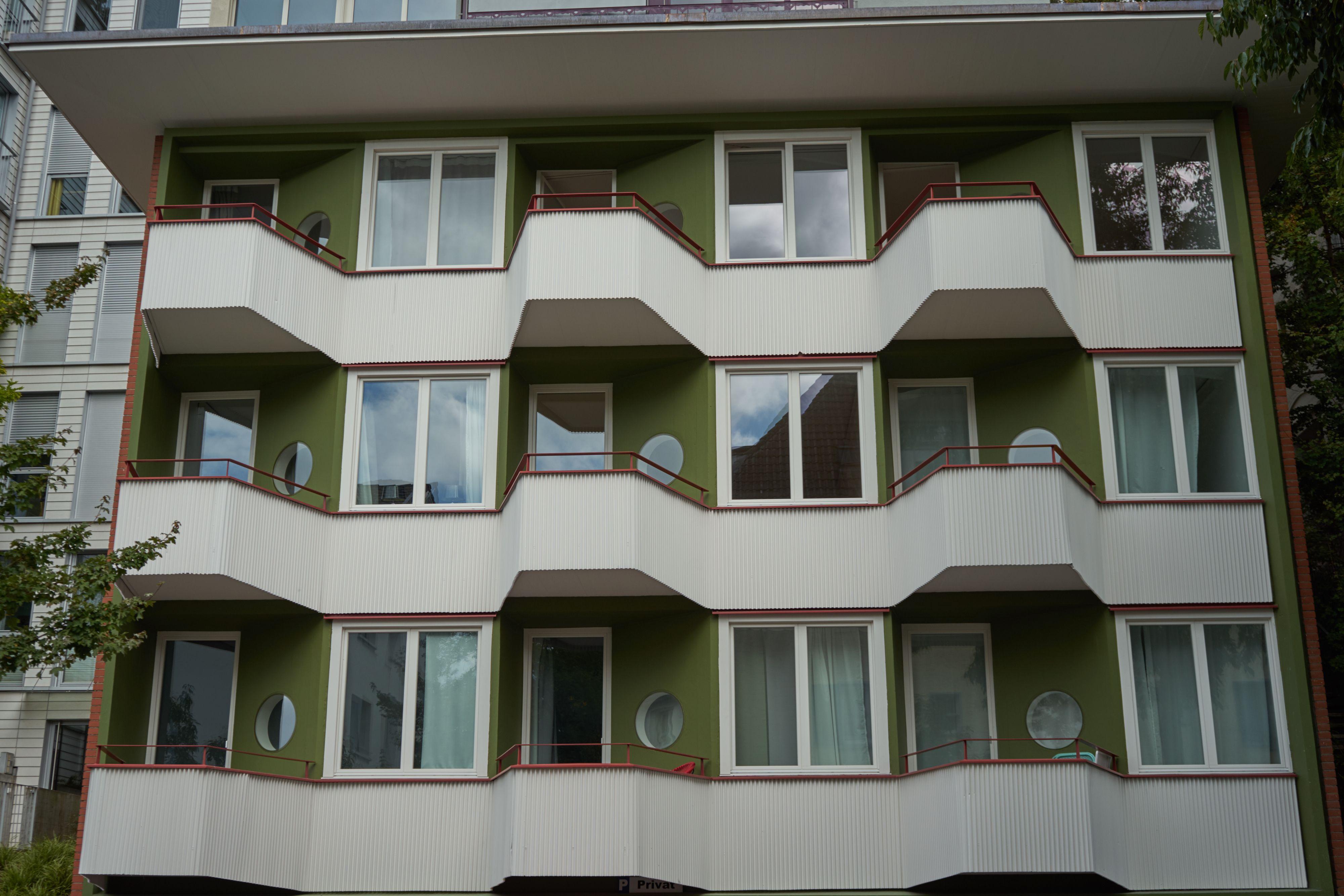 Die Renovierte Fassade Renovierung Appartementhaus Werner Stucheli Gebaut Von Kyncl Schaller Architekten 2016 Hammerstrasse 77 8 Architekt Haus Renovierung