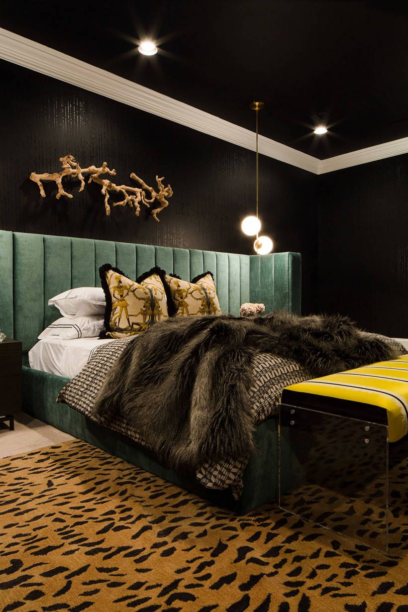 The Use Of Simple Yet The Stylish Decorating Items And Lots Of Natural Shine Is The Part Of This Vintage Bedroom Styles Retro Bedrooms Retro Bedroom Furniture