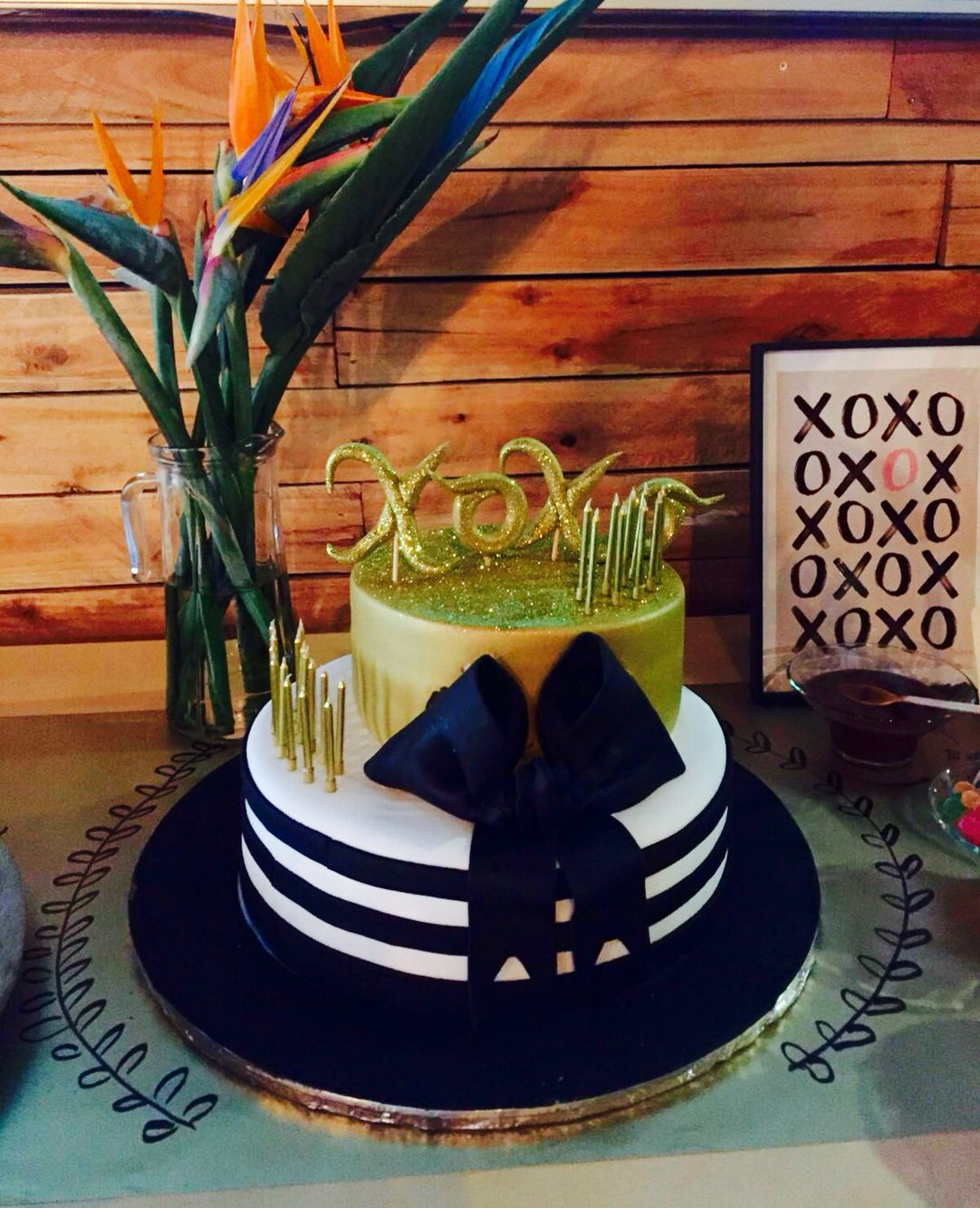 Mono chrome xoxo birthday cake Gossip Girl inspired party Gossip