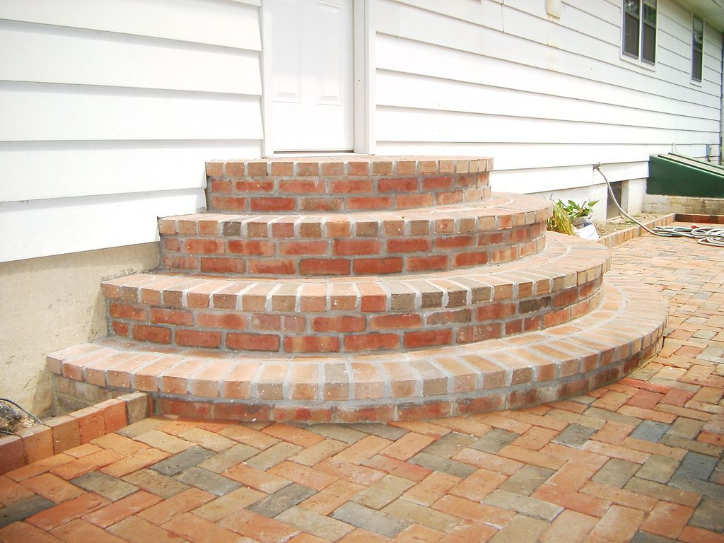 Half round steps rounded patio step brick paver for Brick steps design ideas