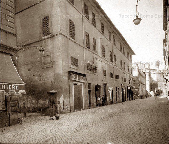Roma Sparita. Via Bonella, parte all'interno del Foro di Augusto (foto collezione Gatteschi