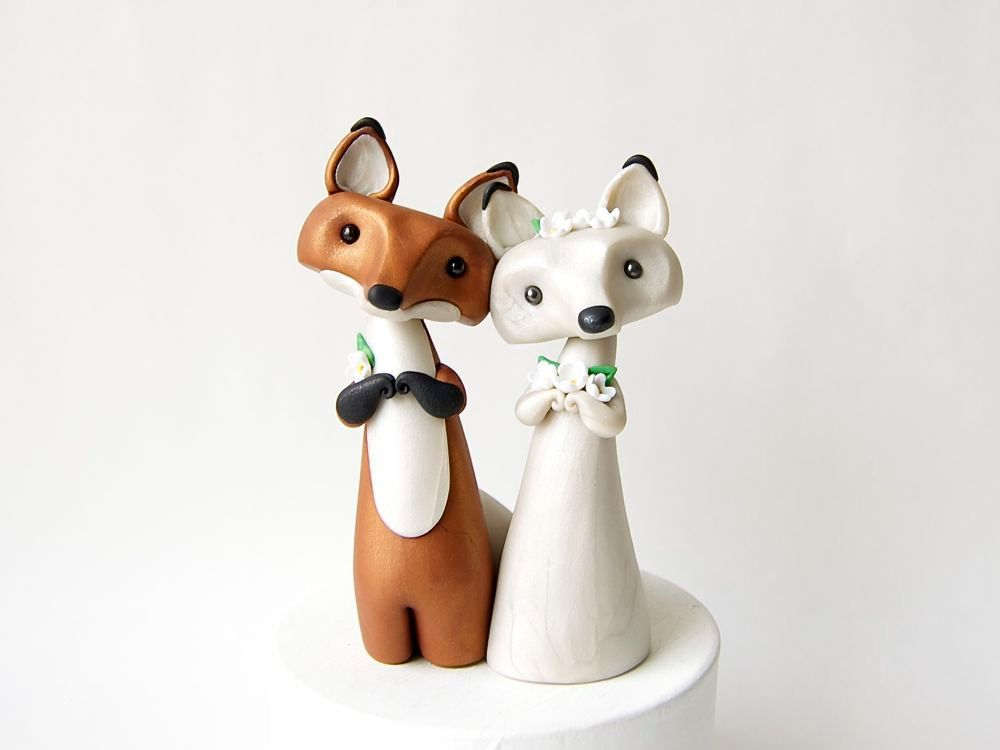Red Fox And Arctic Fox Wedding Cake Topper By By Bonjourpoupette 150 00 Fox Wedding Wedding Cake Toppers Animal Cake Toppers Wedding