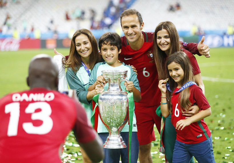 Euro 2016 Final Portugal Vs France Portugal Celebrate Title Win With Families Friends Portugal Vs France Euro 2016 France Euro