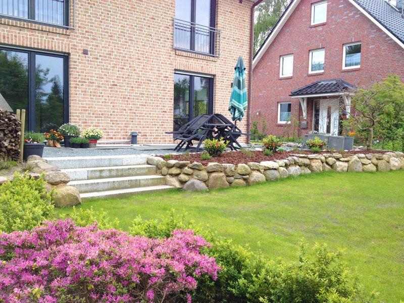 Familiengarten ber zwei ebenen outside in 2018 for Gartengestaltung zwei ebenen