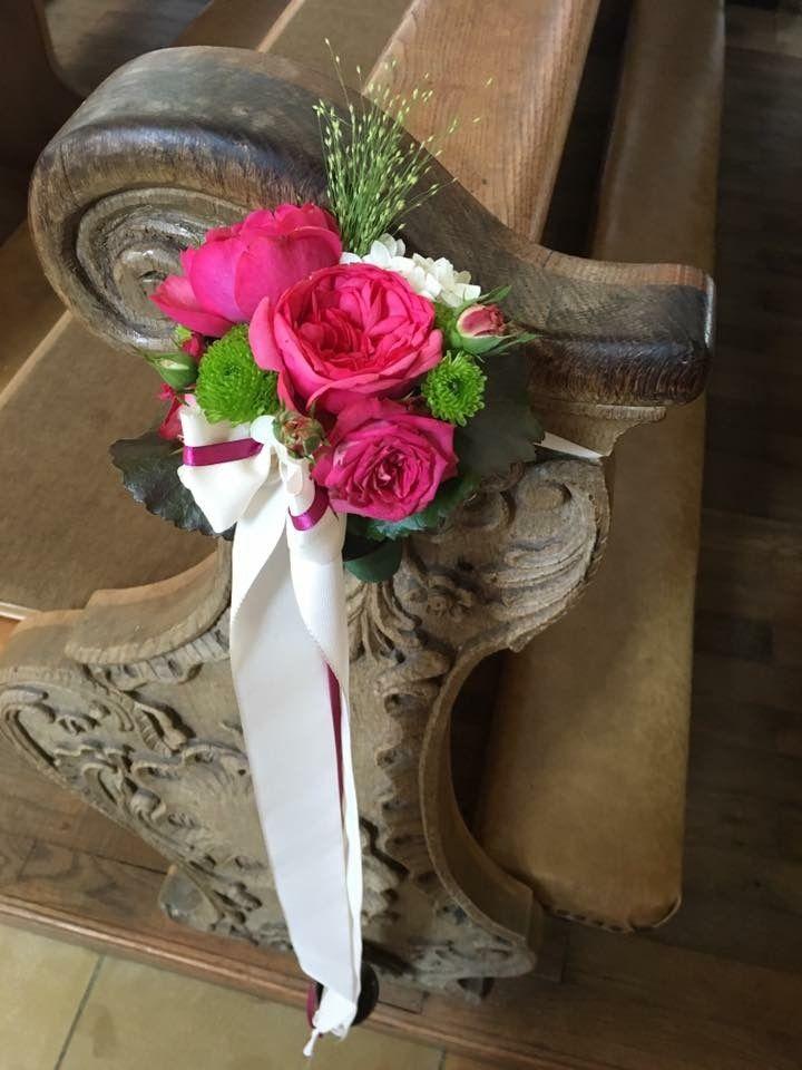 Pinke kleine Rosen mit weißer Schleife. #bankscmuck ...