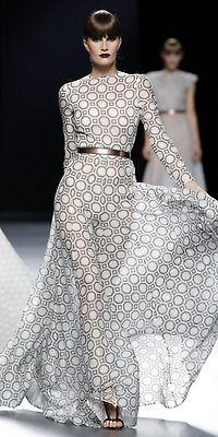 links print with metallic belt makes waist appear smaller