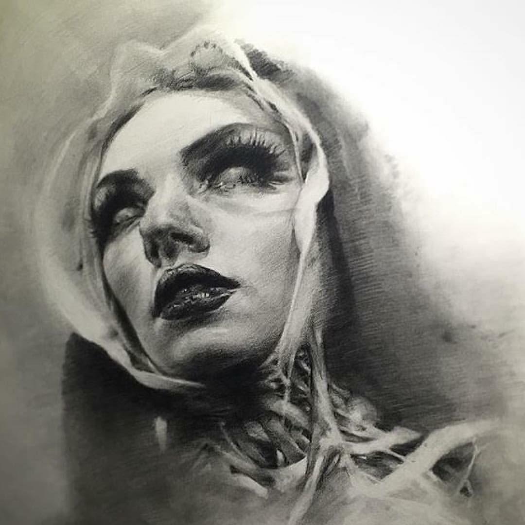 Tattoo Woman Dark: Портретные рисунки и фото