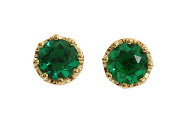 Chic way to bring the color of the year (Emerald) into any outfit.