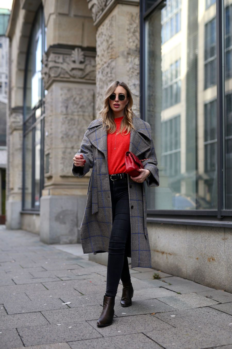 timeless design 5ca3c b27b6 Streetstyle // roter Pullover // dunkle Jeans ...