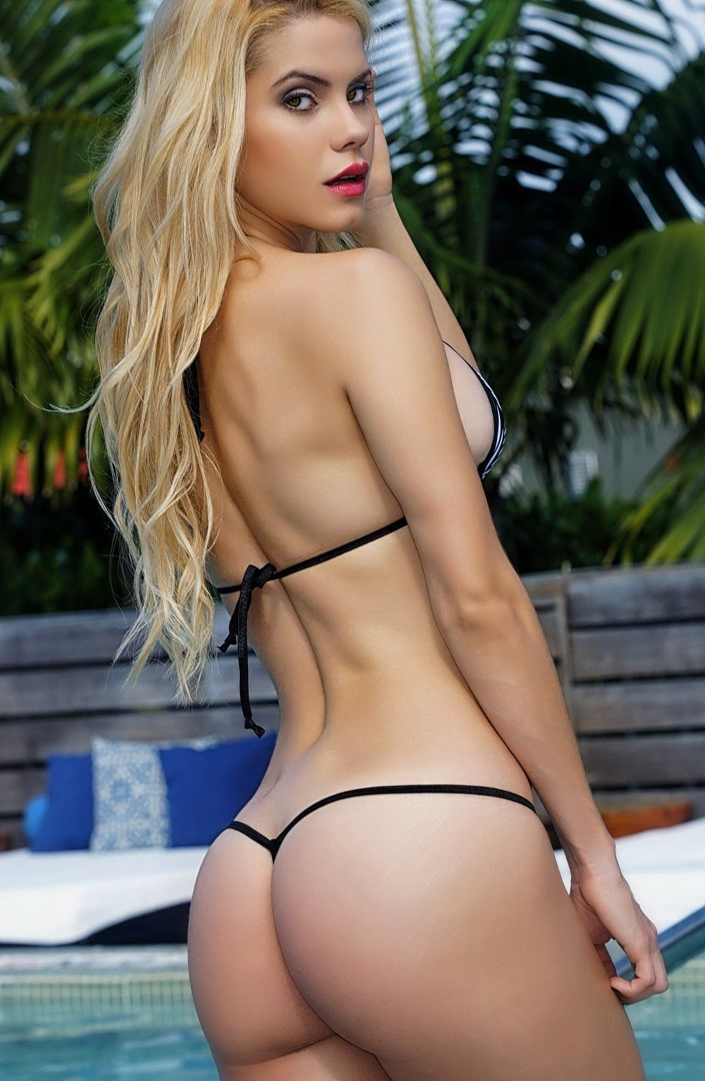 Bikini in butts string