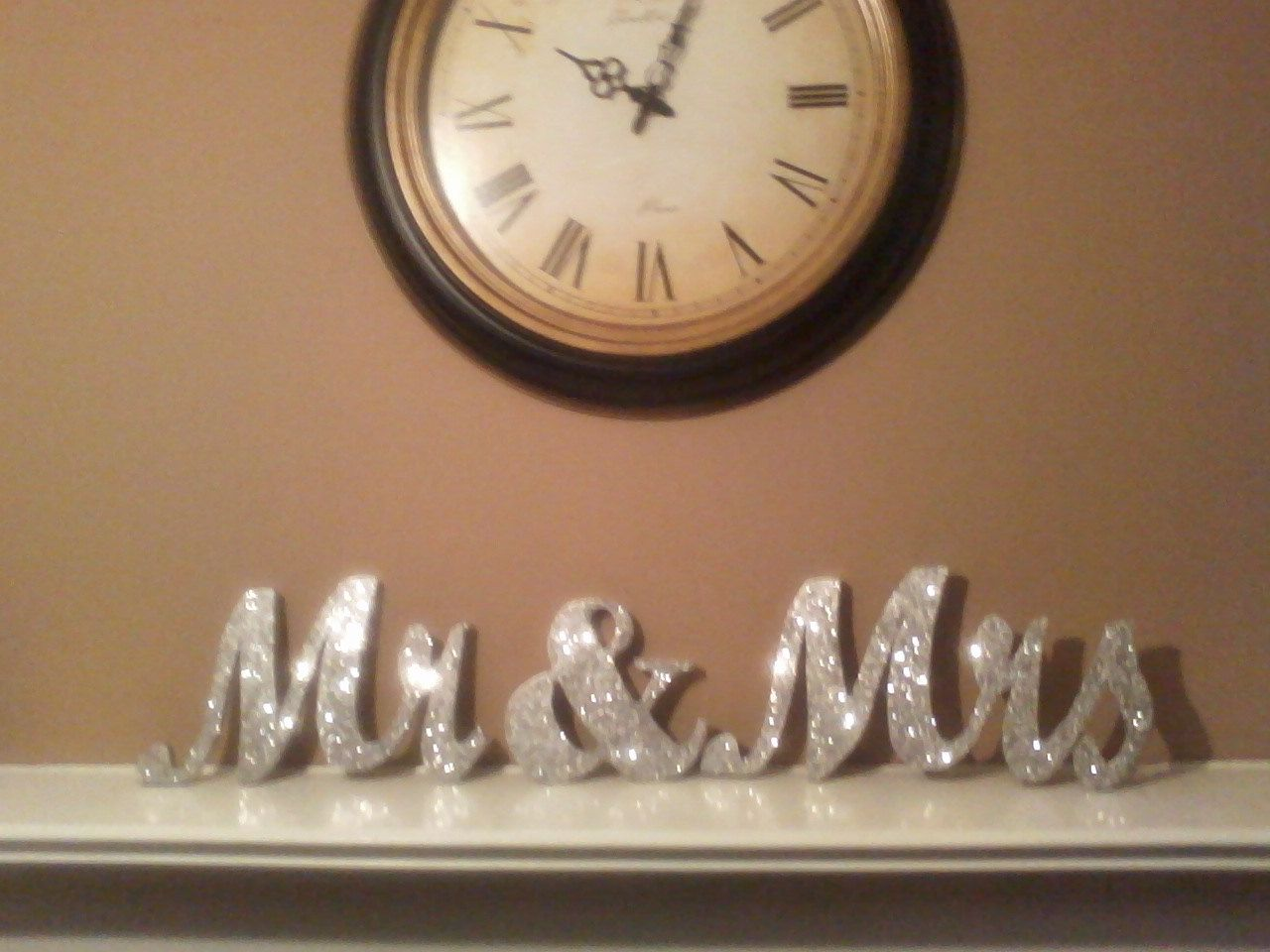Mr & Mrs wedding signs / sweetheart table, cake table, gift table ...