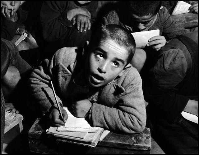 Υπαγόρευση σε σχολείο χωριού (1948) Η υπαγόρευση αντικαθιστούσε τα βιβλία που έλειπαν