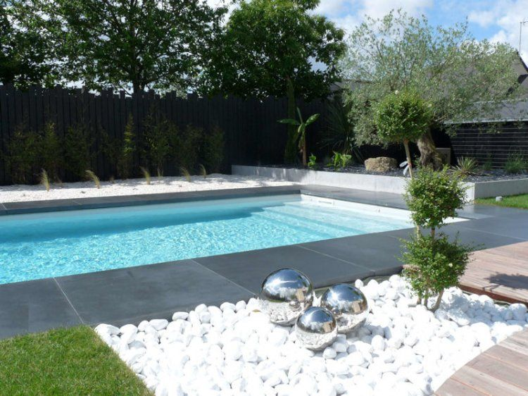 Galets blancs et composition artistique terrasse et for Galet jardin japonais