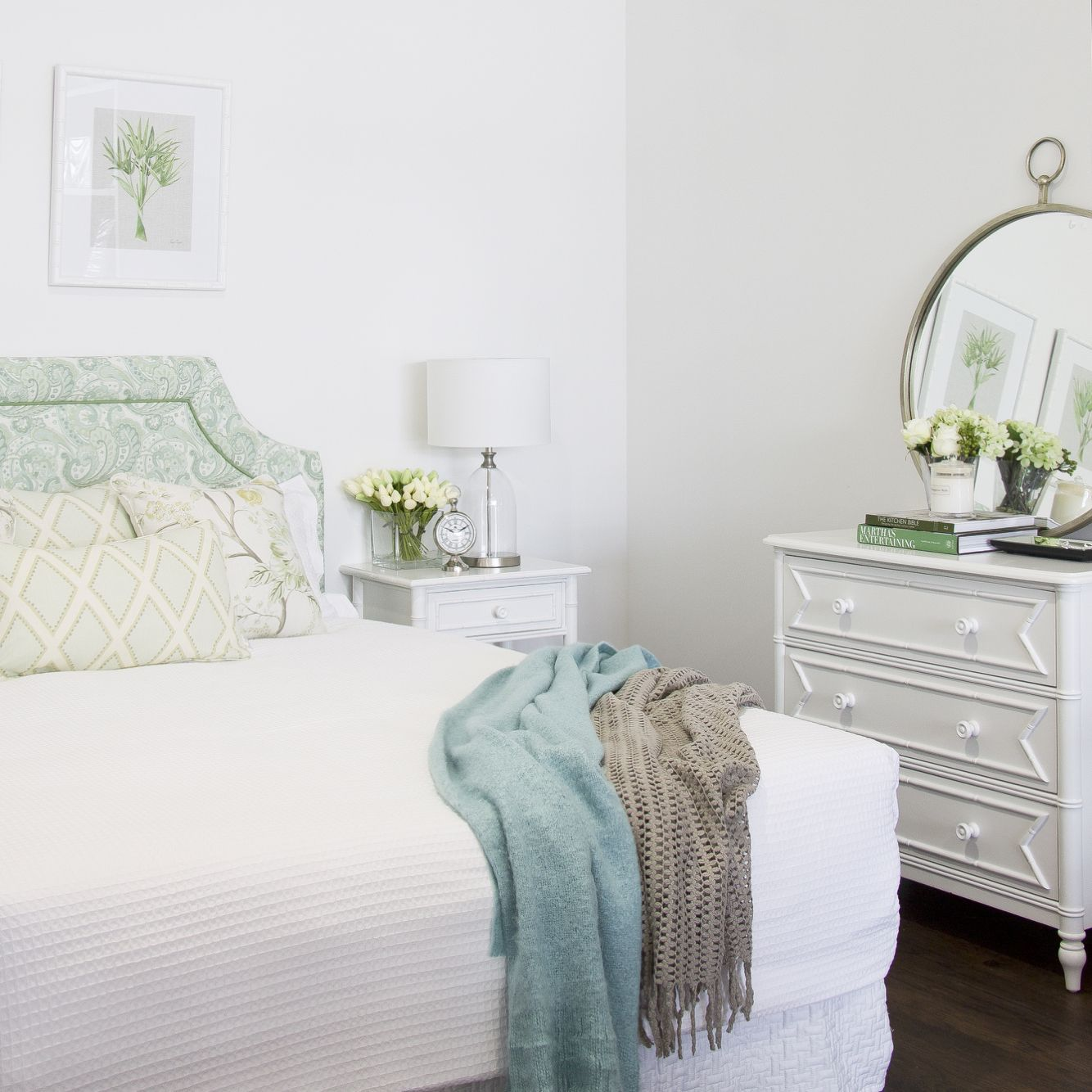 Hamptons Inspired Luxury Home Master Bedroom Robeson: Bedroom Display At Hamptons Style.