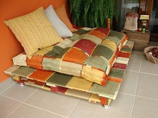 58 Design Ideas Of Recycled Wood Pallet Furniture: Country Sofa From Shipping Pallets