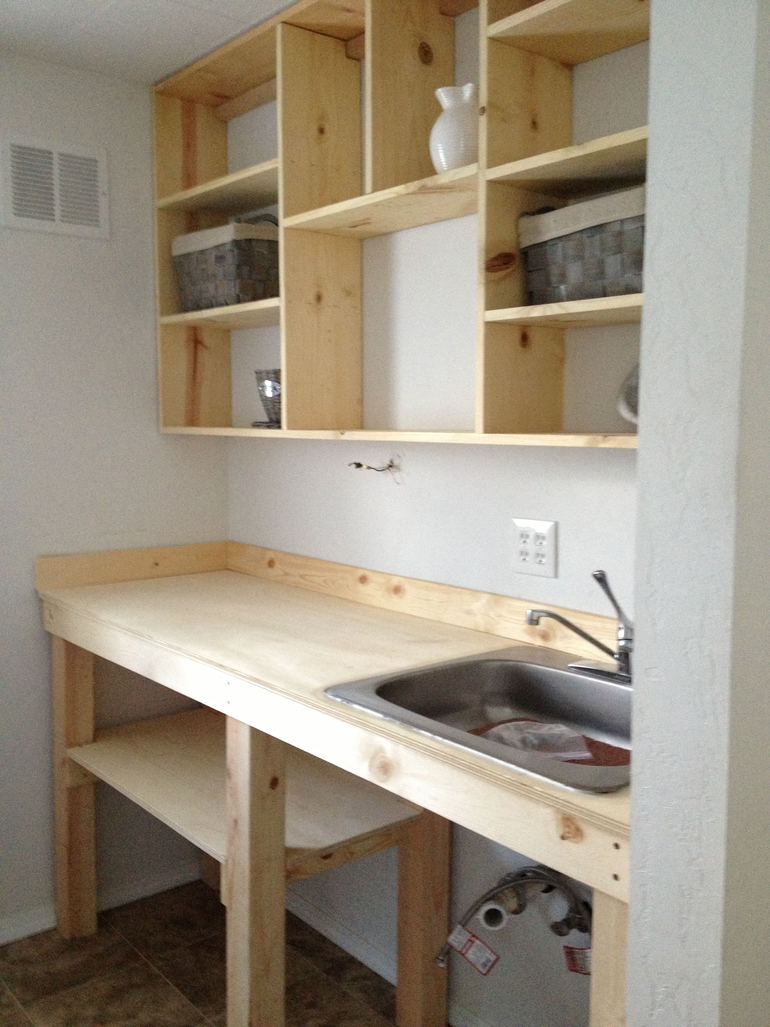 Pin By Keilah Johnson On Guest House Small Cabin Kitchens Kitchen Remodel Small Small Studio Apartment Decorating