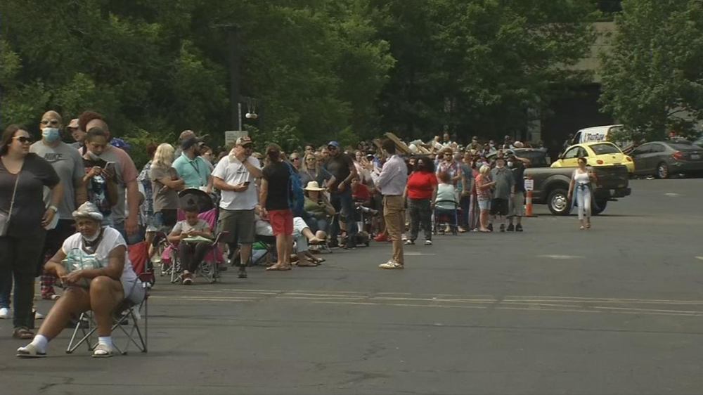 Kentuckians wait in line for hours as state works to