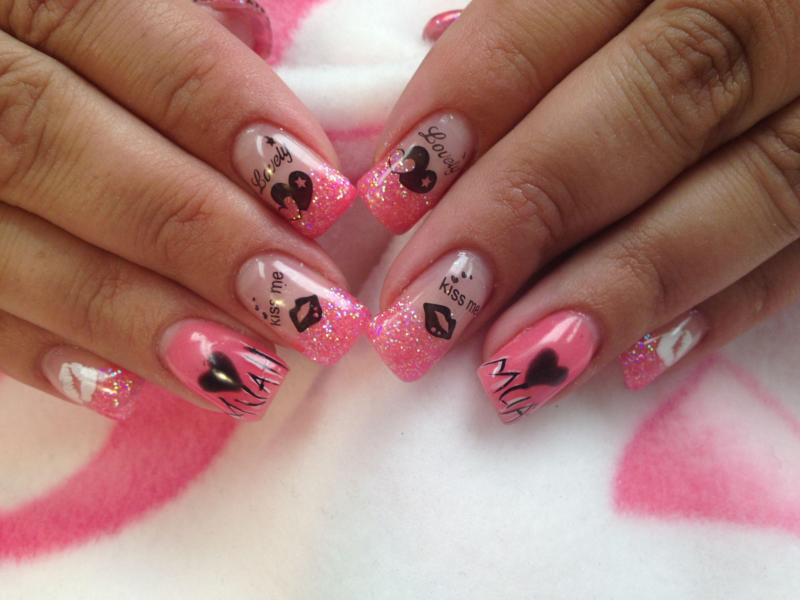 Glitter pink with hearts and kisses | Nail Art Community Pins ...