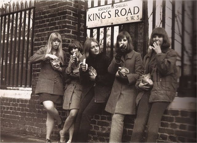 I Looked Up And Saw A Street Sign The Royal Borough Of Kensington And Chelsea Kings Road Sw3 This Felt Strange T Swinging London Old London Vintage London