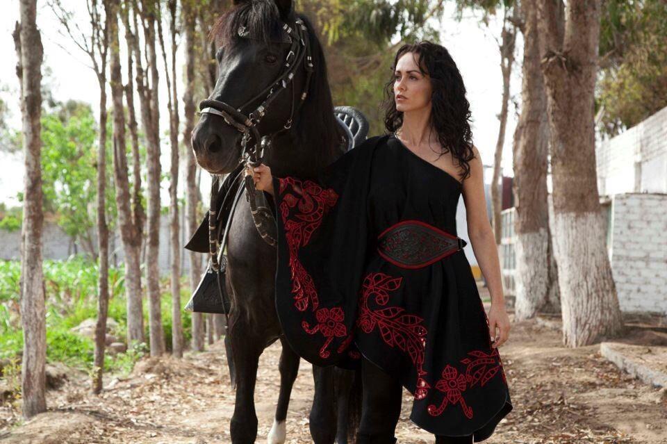 Claudia Bertolero. Diseñadora de modas, inspirada en el Caballo Peruano de Paso.