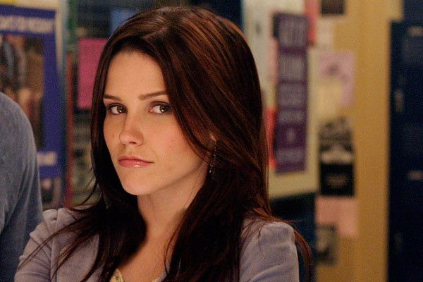 One Tree Hill Through The Years The Evolution Of Brooke Davis Brooke Davis Hair Sophia Bush Hair Haircut And Color