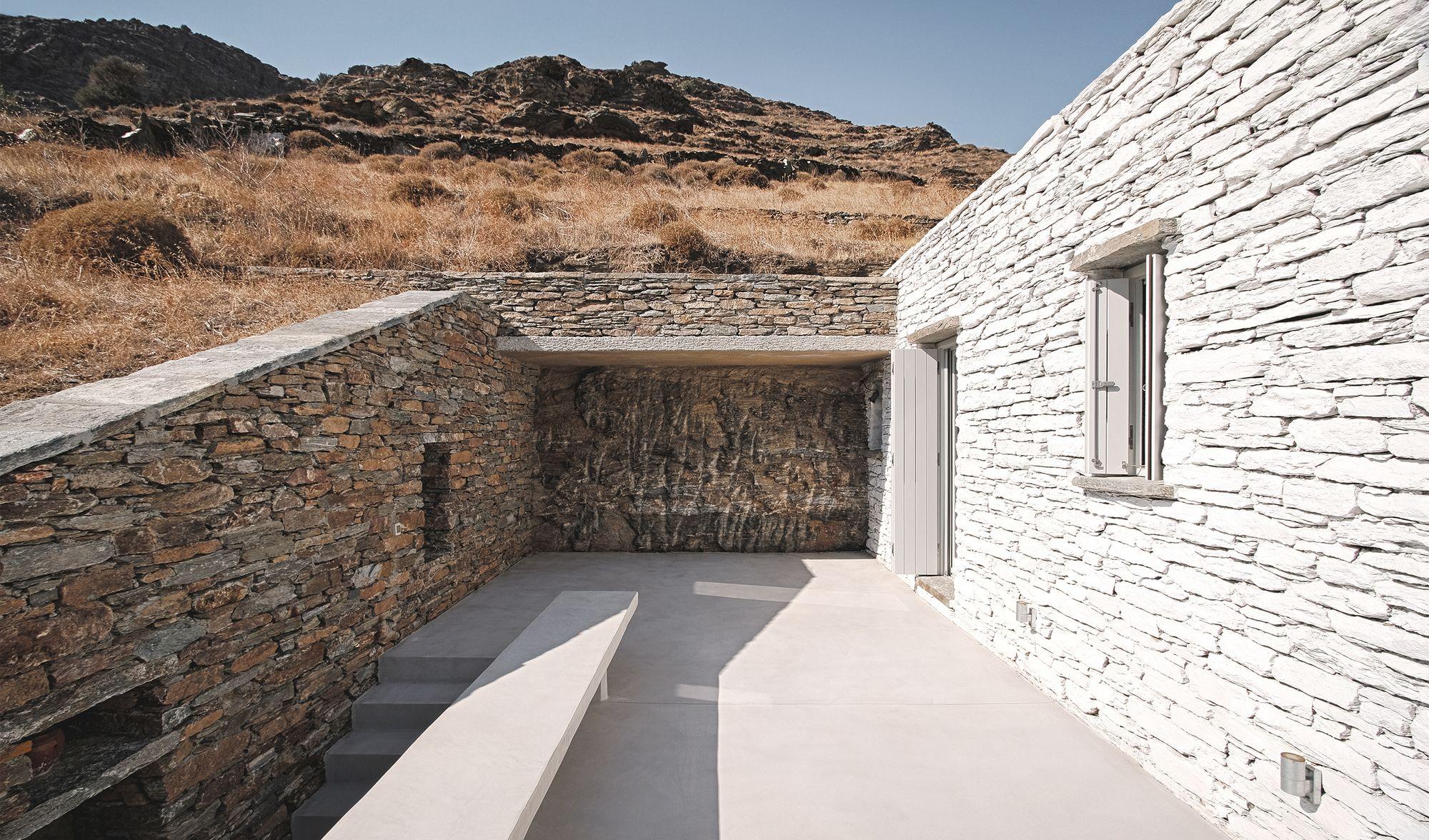 Rocksplit house cometa architects stonehouses pinterest