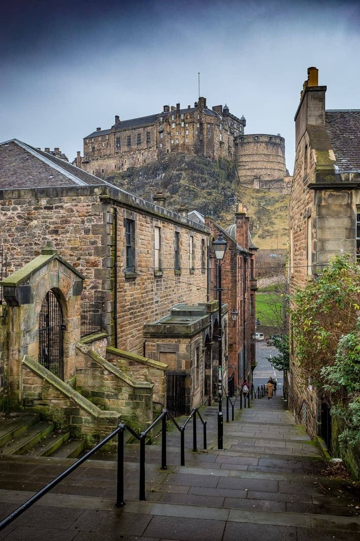 The Best Photography Locations in Edinburgh - Finding the Universe