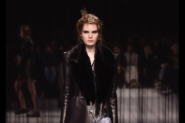 Alexander McQueen fall-winter 2016-2017 runway show | Numéro Magazine
