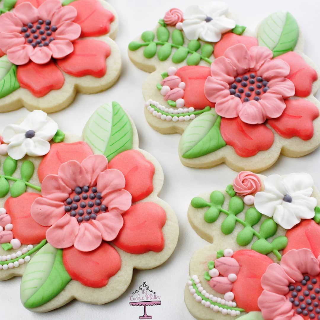 "howsweetisthat #floralcookies #royalicingcookies #decoratedsugarcookies…"""