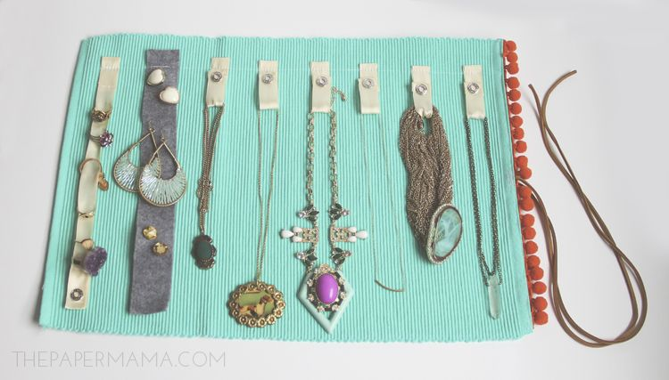 DIY Jewelry Roll thepapermamacom diy Pinterest Jewelry