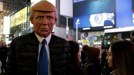 La victoria de Donald Trump refleja cómo la derecha se ha aprovechado del vacío para prosperar, y la izquierda debe haber un plan para abordar esa amenaza http://eldiario.es/theguardian/izquierda-necesita-urgentemente-propio-populismo_0_578842795.html