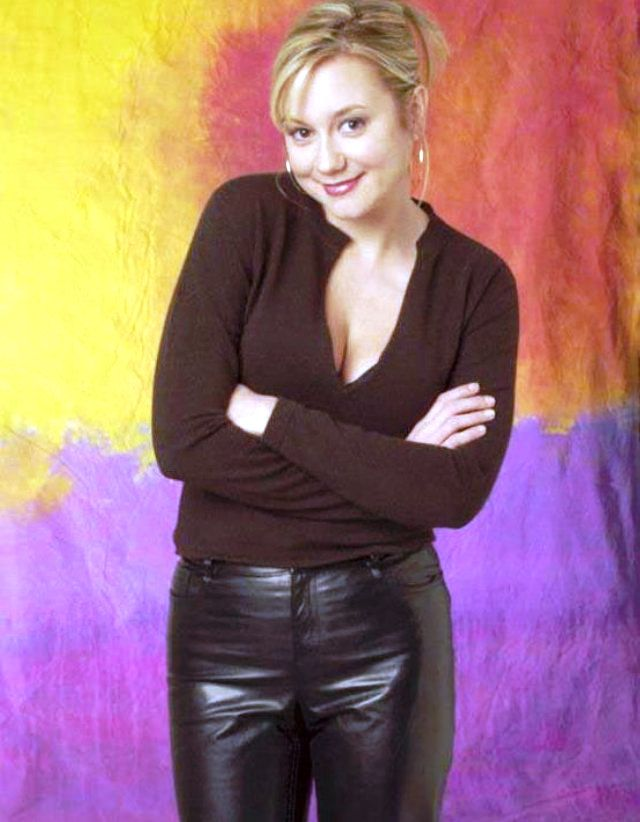 Heiße Blondine In Lederhose