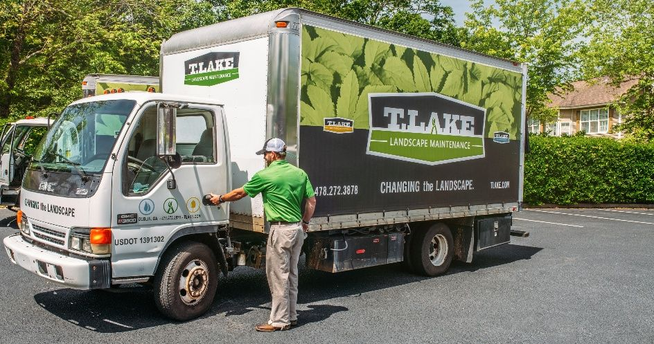 Great Example Of Wrapping A Landscaping Box Truck Truck Wraps Graphics Truck Graphics Wraps